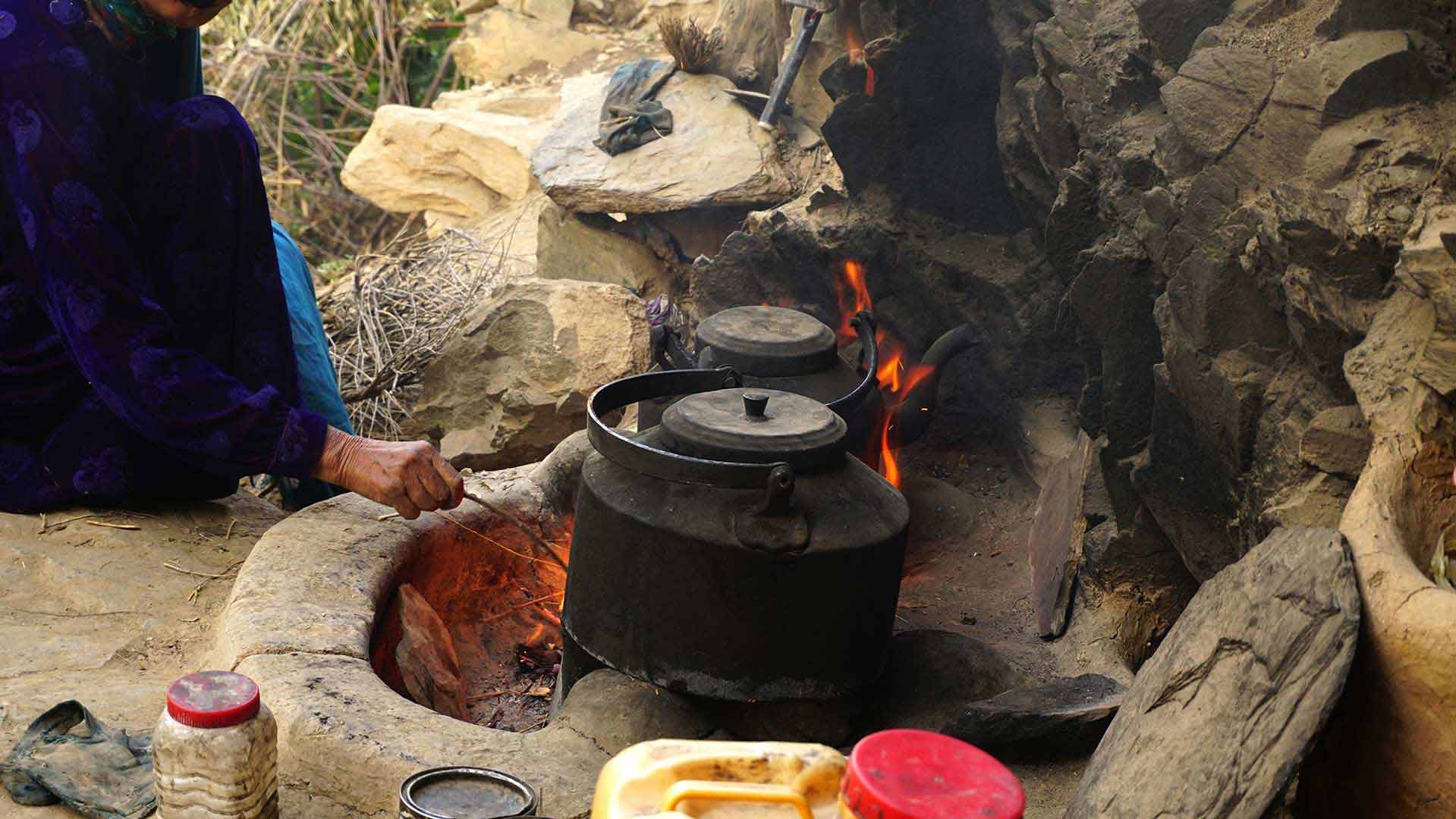 سختی پخت و پز در افغانستان و روستاهای آن